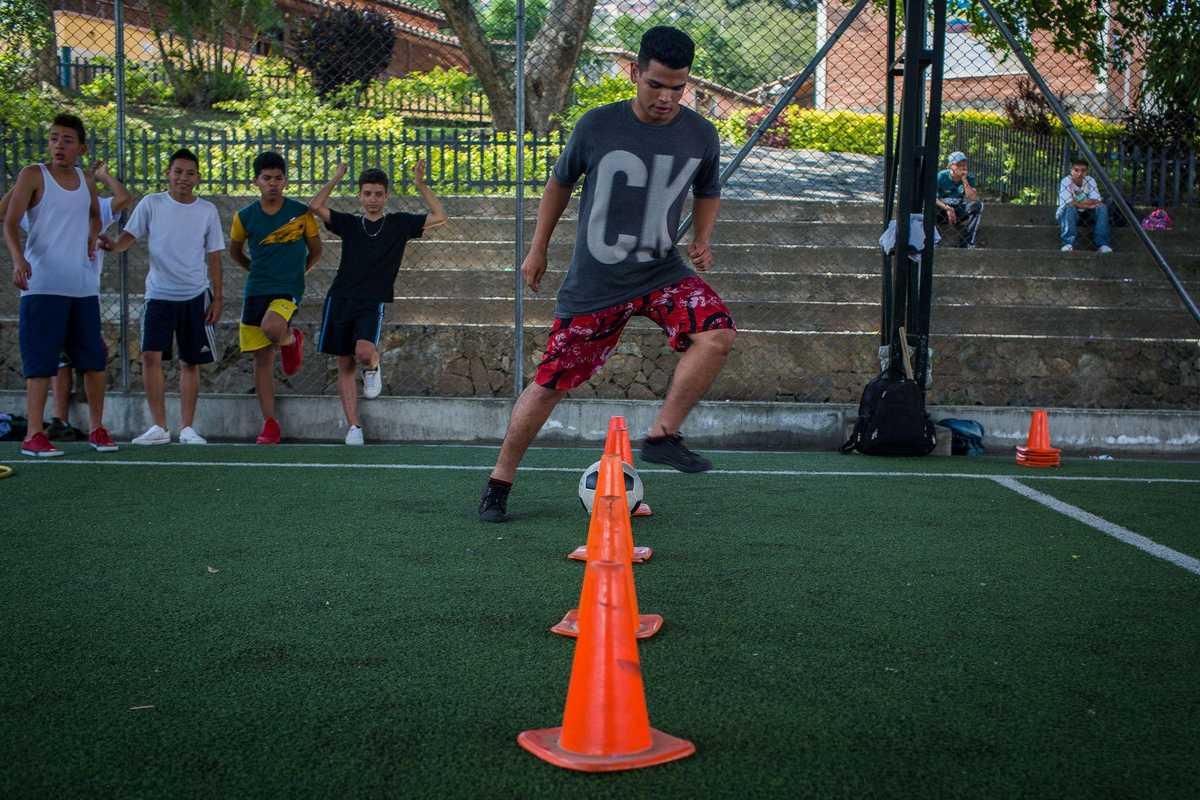 Andres Felipe beim Fußball spielen