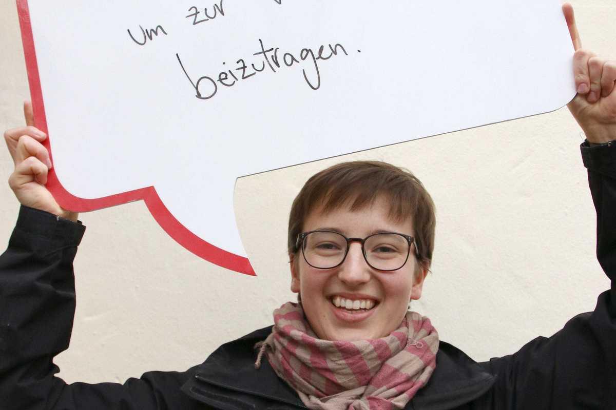 Statement Völkerverständigung junge Frau