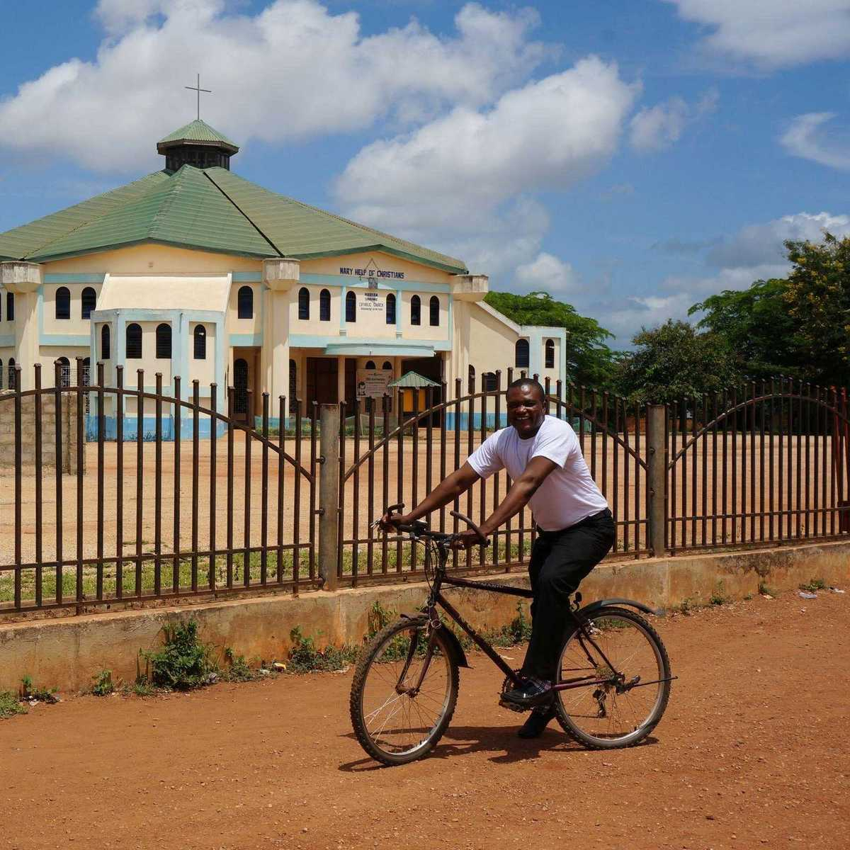 Pater Sung SDB unterwegs auf seinem Fahrrad