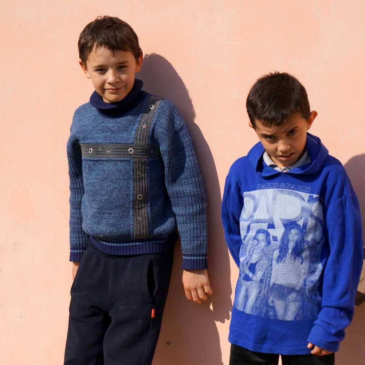 Zwei Jungs im Don Bosco Familienhaus