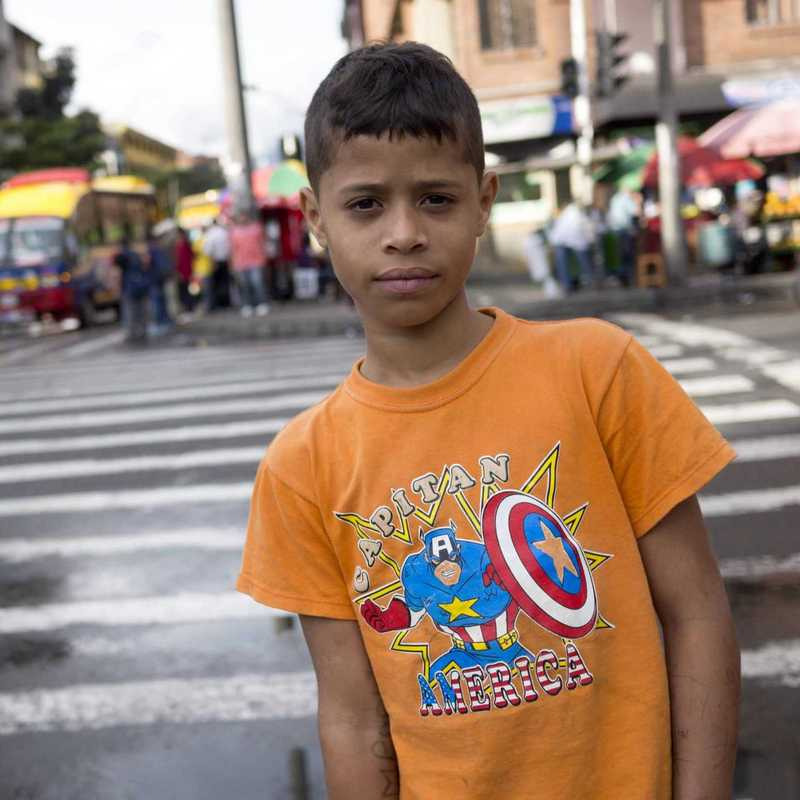 ein Straßenjunge in Kolumbien