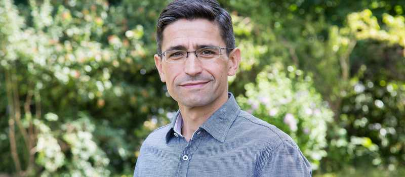 Portrait von Dr. Nelson Penedo