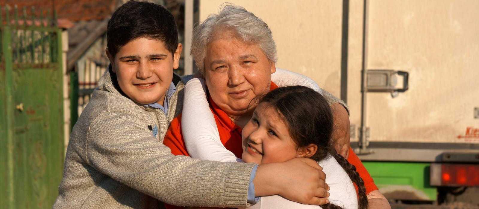 Ana und Mihail mit ihrer Großmutter