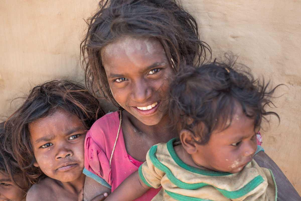 Rania mit zwei ihrer jüngeren Geschwister