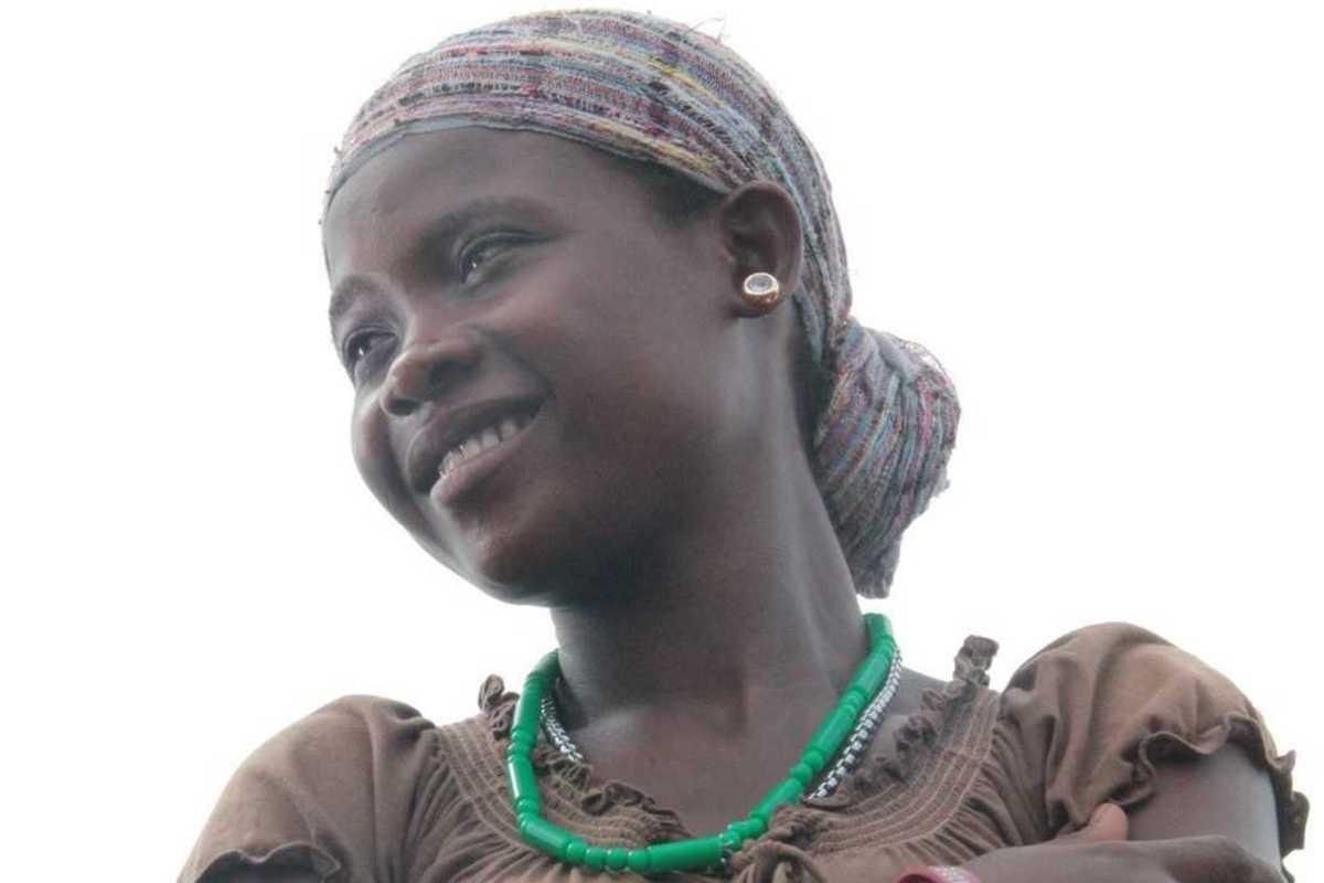 Aminata blickt zuversichtlich in die Ferne