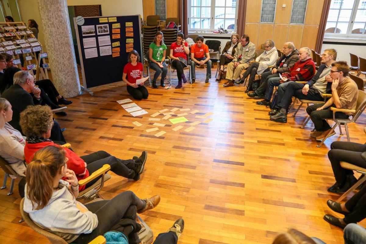Teilnehmende beim Workshop zum Thema Antirassismus