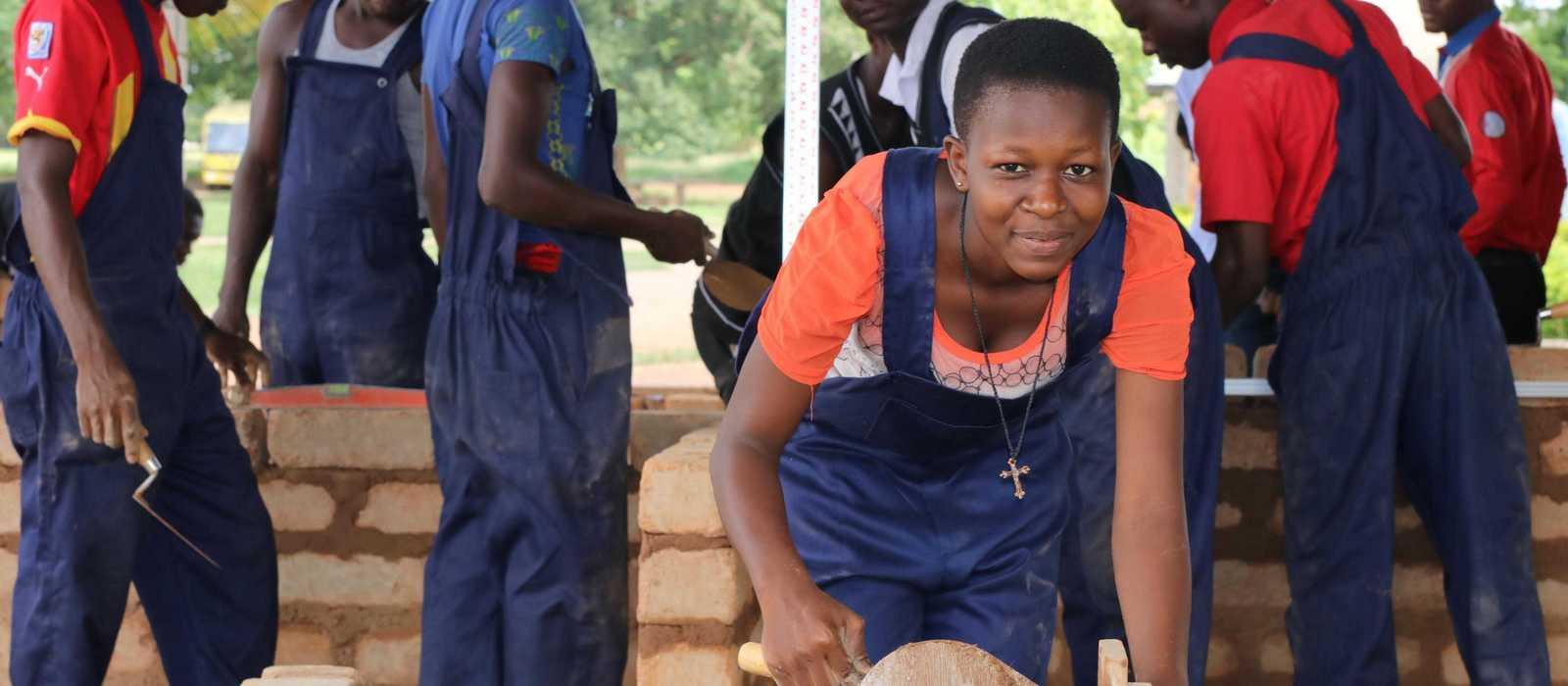 Mädchen macht ihre Ausbildung bei Don Bosco
