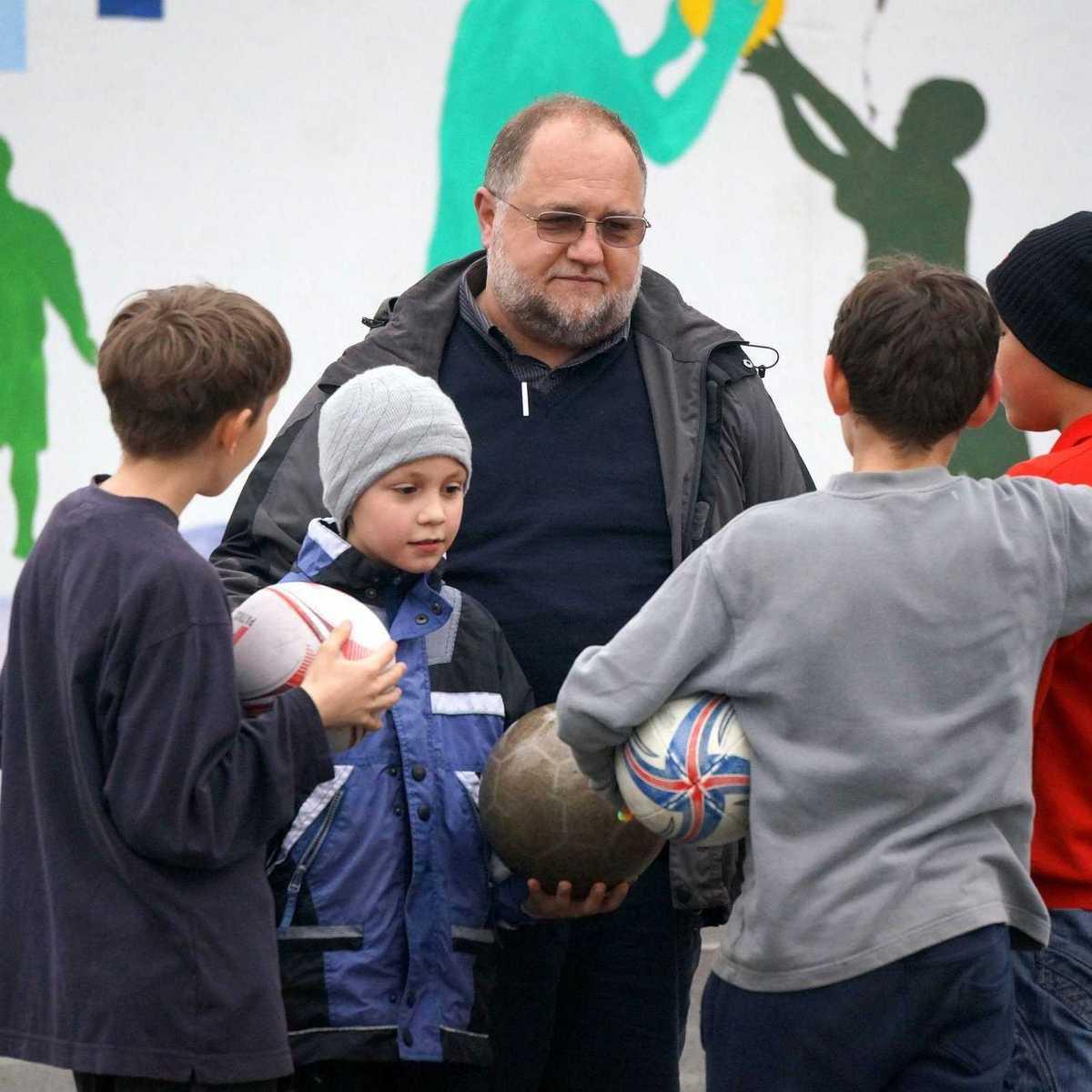 P. Ferrari SDB mit Kindern der Casa Familia
