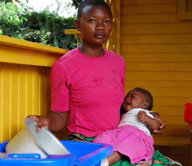 junge Frau mit ihrem Baby