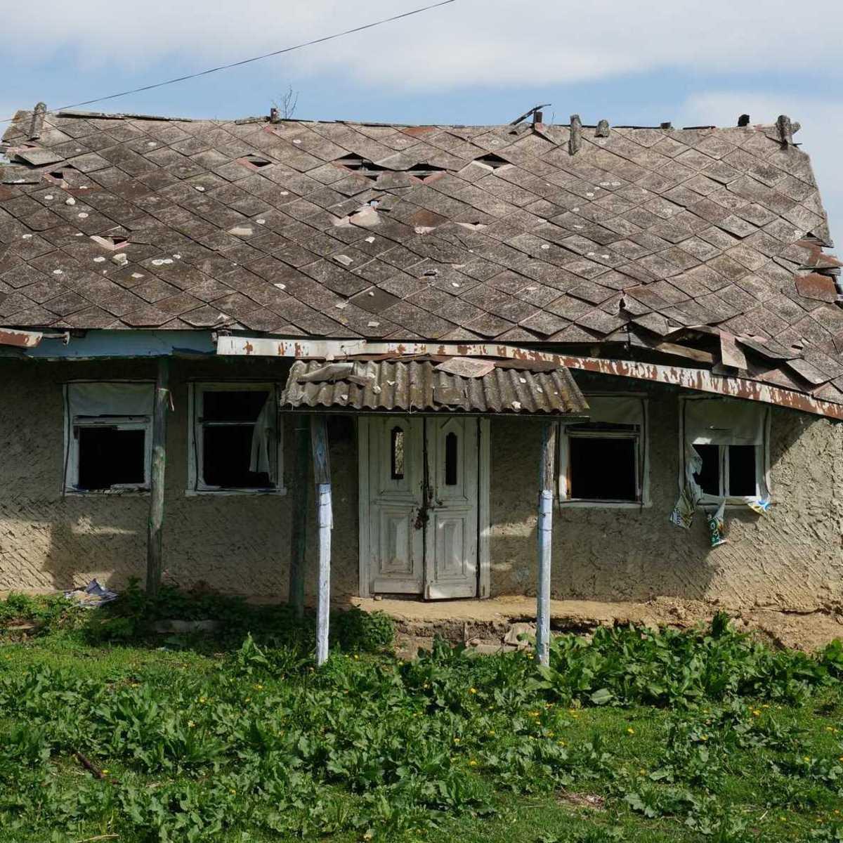 heruntergekommenes Haus auf dem Land in Moldawien