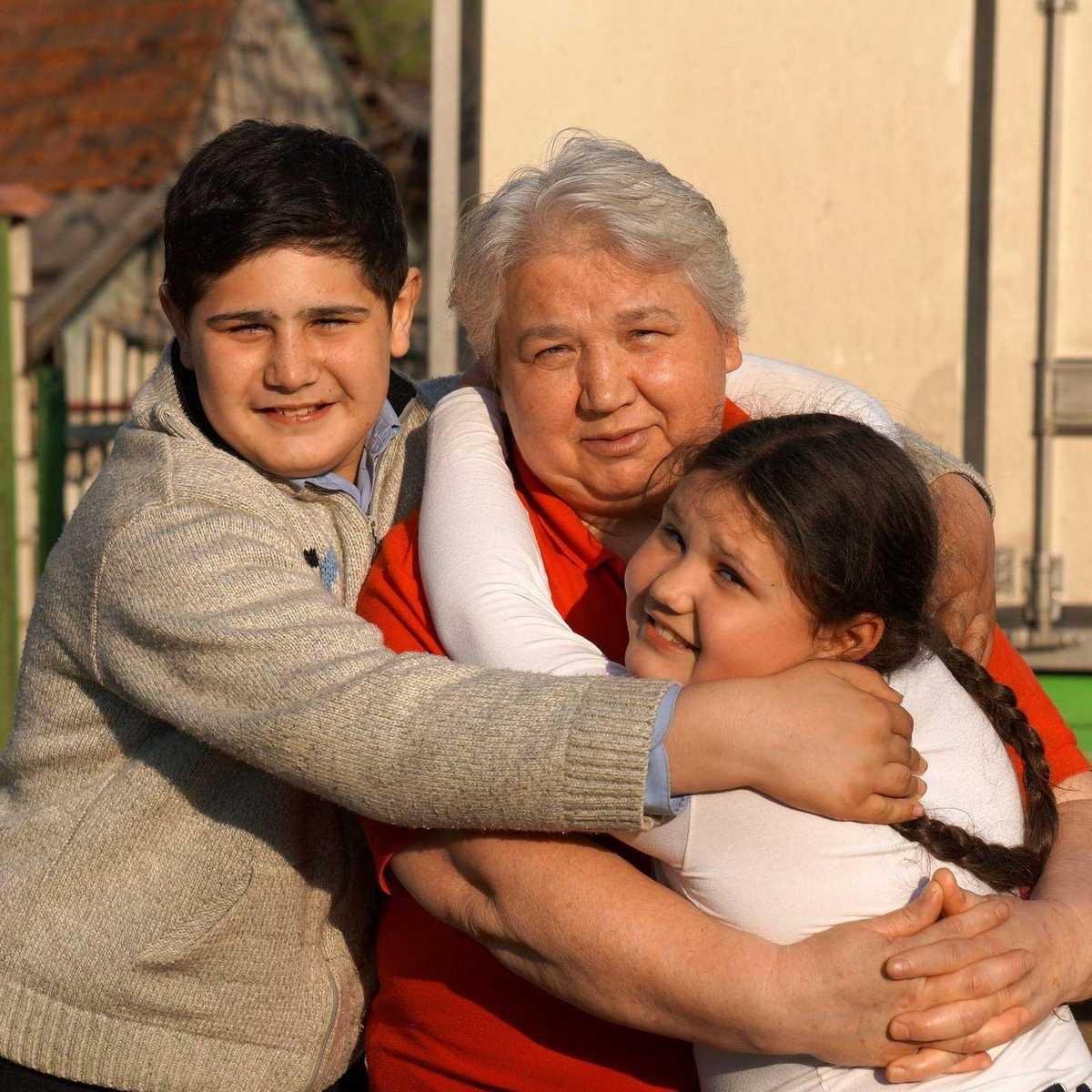 Anna und Mihail mit ihrer Oma