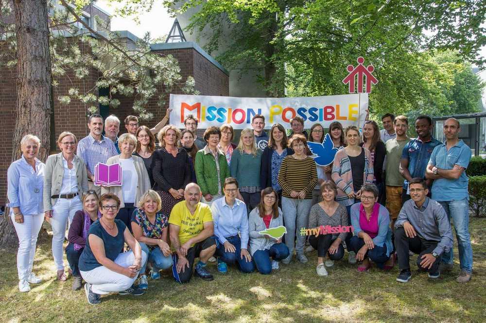 Teambild der Mitarbeitenden von Don Bosco Mission Bonn